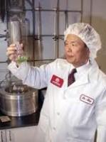 Dr Chen kontrollerar